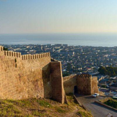 Нарын-Кала. Крепостная стена.