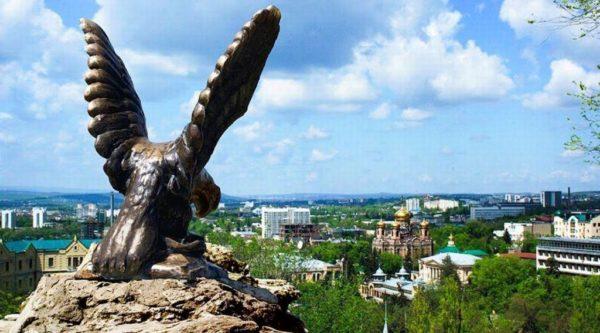 Скульптура орла в Пятигорске
